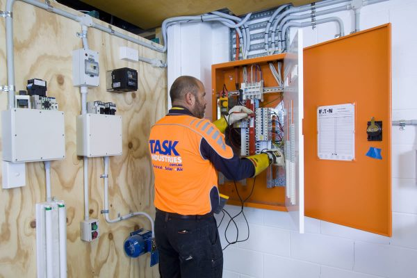 task-services-electrical-industrial-experienced-industrial-electricians